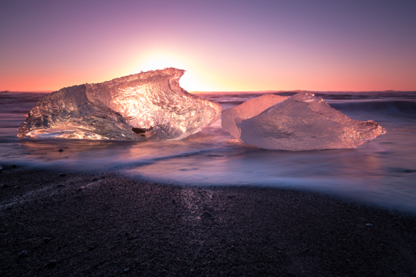 sunrise at jökulsárlón ice beach